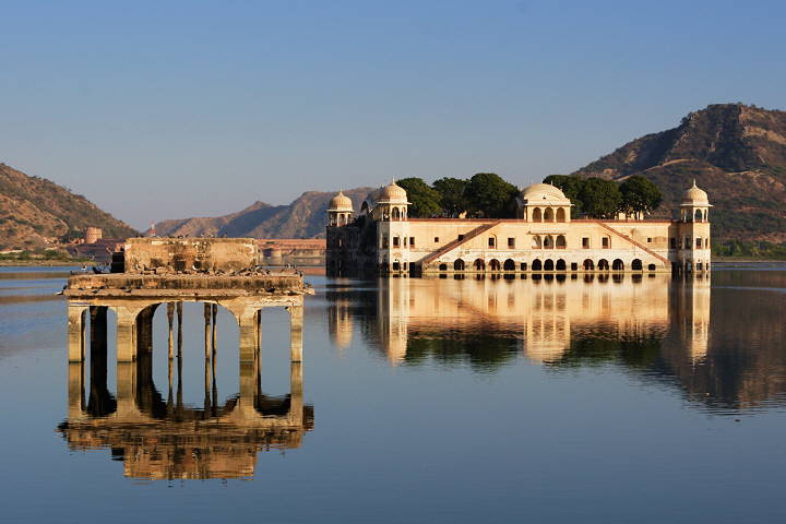 Jaipur_Lakepalace_720W_4209.jpg